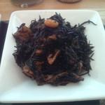 パリヤ - しっかり出汁のきいたひじきの煮物