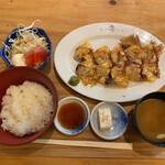 大衆酒場アメリカ - 餃子定食(¥690)