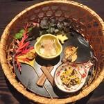 Hikariyahigashi - 殻銀杏 むかご松葉 栗煎餅 いちょう甘藷牛蒡枯葉揚げ 法蓮草 山芋 お浸し 蟹 とんぶり 焼椎茸 すだち酢和え