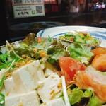いちゃりば - 島豆腐のゴマサラダ。目のつまった島豆腐はかなり美味しくて味が濃い。