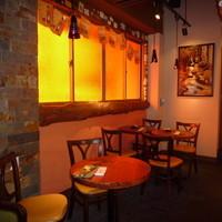 ラ・コモディタ - オレンジのガラスが生み出す空間はとってもおしゃれ☆
