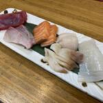 市場亭 - ホッキ貝が、苫小牧の某食堂より身が締まってて美味しかった。