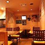 きりしま - カウンターの奥は全10席のテーブル席になっています。スポーツ観戦も可能★