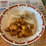 140564322 - セルフコーナーの ひよこ豆と大根