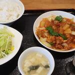 謙一食堂 - 酢豚と野菜炒め定食