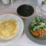 雨の日ライオン - 料理写真:ホワイトソースのオムライス