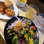 COOKPARK - サラダ山盛りとカボチャスープ