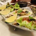 CHEDI LUANG - ① 殻付き牡蠣のチリペーストソース掛け