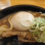 味玉と濃厚スープが確認できる。