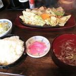 いっき - いっき名物、スタミナ焼き定食 680円。