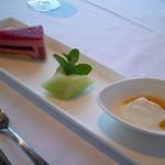 ティラ - デザート~フランボワーズムース,メロン,マスカルポーネチーズwithはちみつ