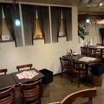 KITCHEN&BAR 野方リゾートダイニング - ゆったりテーブル席もご用意しております。しっとりと、時にはワイワイと様々なシーンでお使いいただけます♪