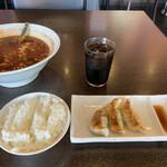 辛麺屋 桝元 - パワーランチだと辛麺にギョーザ3個とライスが付いて850円。お得です。