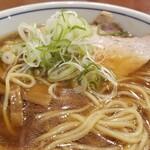 共楽 - 麺・スープ、表情。