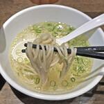 十人十色 - スープに浸してつけ麺風に食べても旨いです