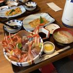 味処・民宿 まつや - 海鮮丼+板ウニ2750円