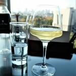 140664527 - そして白ワインも。