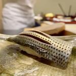 鮨かねみつ - 天草のコハダ 酢で締めた中に、旨味が強く感じられ非常に美味です♪