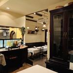 140671882 - ☆店内は入口の近くと、1段高くなっている奥側にテーブル席が12席。カウンター席も1席ある。