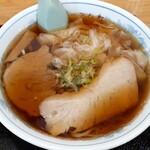 三日月軒 - 料理写真:ワンタン麺(750円也) 濁りがなく透き通ったスープは抜群です!