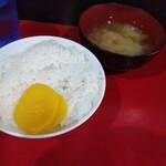 140680751 - 飯(中)  お味噌汁もついてます。