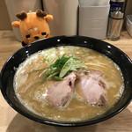 140687806 - 鶏×魚ラーメン 850円(税込)