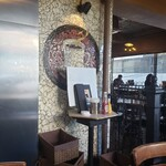 Yonchome Cafe - 隅っこに座る