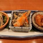 140696104 - お通し三種盛り(小松菜煮浸し、秋刀魚の南蛮漬け、鶏の甘酢餡掛け)