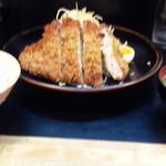 とん皇 - 定食は御飯と味噌汁付き
