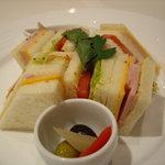 1407710 - 会議室にケータリングしたミックスサンドイッチ