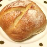 ポルト・ドゥ - 黒豆パン \160