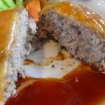 チーズ・シェッド - 好みの肉々しいハンバーグ
