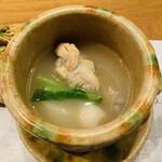 ONZA - 2 . 鶏白湯スープ(具:鶏モモ、鶉、青菜、大根)