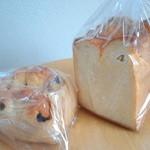 14073867 - 包み焼きレーズン&ホテル食パン