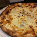 和泉屋 - アンチョビとガーリックのピザ