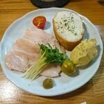 ラムと豪州ジビエバル プラスアルファキッチン - 鶏むね肉の低温調理&季節の冷菜