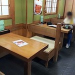 すみ田 - 左はテーブル席