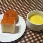 14076611 - パスタランチのスープとパン