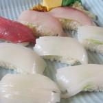 ふるさと味覚館 - 赤イカは細く切ってあります