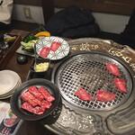 焼肉ホルモンと199円ハイボール MAIDO - カルビと牛タン