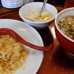 錦華楼 - 半チャンセット(野菜チャーハン、醤油ラーメン)