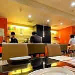 厨 七代目松五郎 - 店内(カウンターとテーブル席あり)