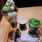 ナナズ・グリーンティー - 抹茶白玉パフェ(¥800)と抹茶ラテアイス(セットで¥350)。 今日ほどスイーツを食べる日は来ることはないでしょう…
