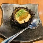 湘南バルはなたれ The Fish and Oysters - 雲丹の殻に入った生牡蠣ぷりん