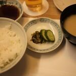 天ぷら新宿つな八 - お揃い(ごはん、みそ汁、漬物)