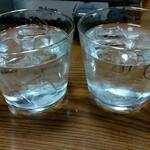 とりきん佐藤 - 焼酎(左:お店で芋の中で一番クサいヤツ、右:佐藤黒)