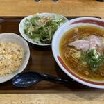 花ひなたに咲く - 料理写真:中華そば(醤油)+ミニ炒飯+サラダのランチセット 1,000円税抜き