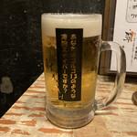 博多串焼もつ煮込み うっとり - 生ビール(530円)