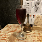 博多串焼もつ煮込み うっとり - 赤ワイン(390円)