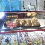 ガレット - パイシュー180円。こちらもクリーム後詰め